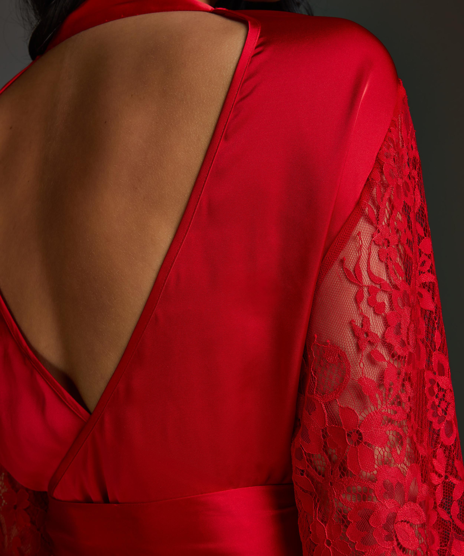 Jennifer Kimono, Red, main