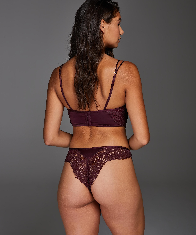 Nadia Brazilian, Red, main