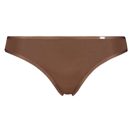 Angie Thong, Brown